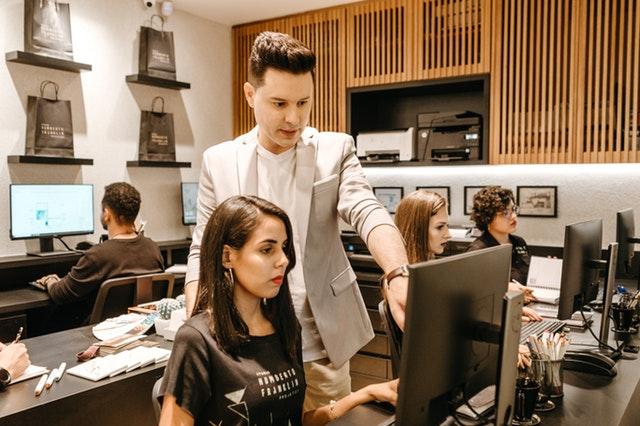 Man teaching woman